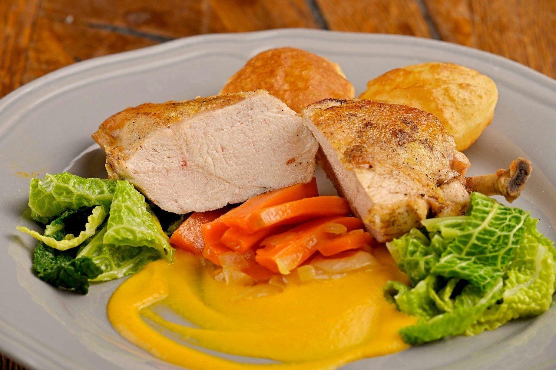 """kurča """"supreme"""" s mrkvovou omáčkou a zemiakovými šiškami"""