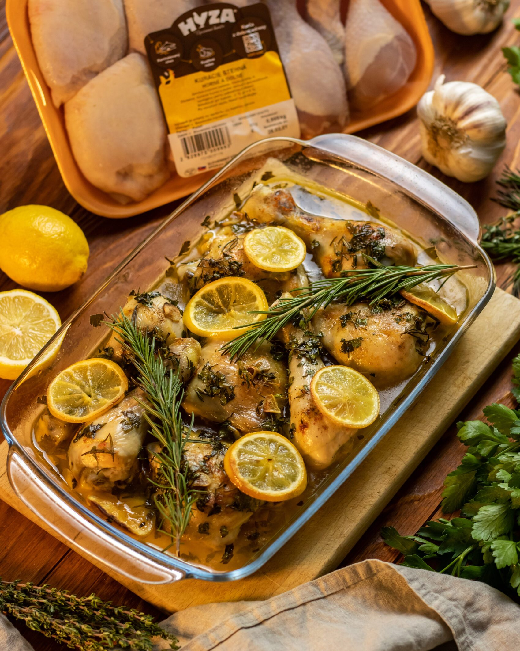 pečené kuracie stehná s citrónom a čerstvými bylinkami